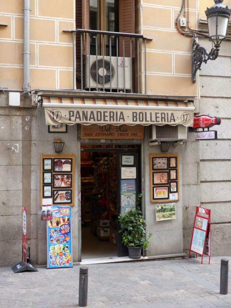 Kleine b ckerei calle del prado madrid spanien 31 08 for Calle del prado 9 madrid espana