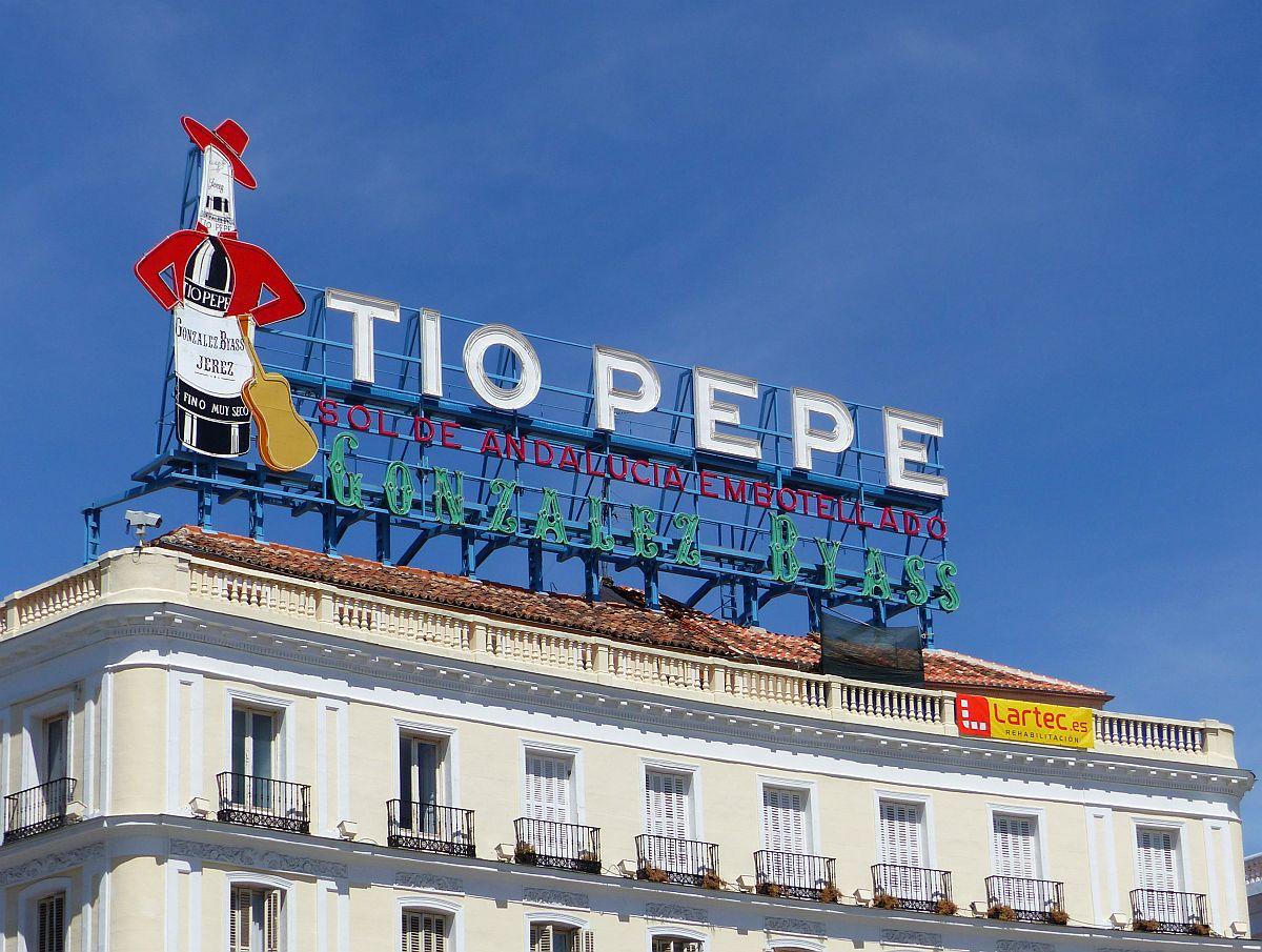 Plaza puerta del sol madrid 27 08 2015 neonreclame for Plaza puerta del sol