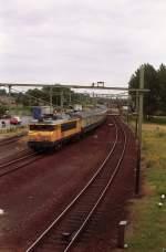 was-es-bald-nicht-mehr-gibt/29966/1738-mit-d-zug-den-haag-koeln-fotografiert 1738 mit D-Zug Den Haag-Köln fotografiert in Boxtel am 25-06-1993.