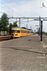 was-es-bald-nicht-mehr-gibt/4090/de-ii-als-nahverkehrszug-nach-zutphen-ueber DE-II als Nahverkehrszug nach Zutphen über Klarenbeek fotografiert in Apeldoorn am 14-05-1994. (Scan von Negativ)