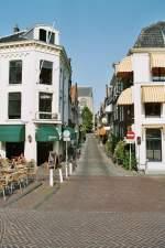 Leiden/6361/kloksteeg-august-2003 Kloksteeg August 2003.